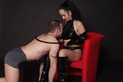 https://www.domina-sexcams.com/